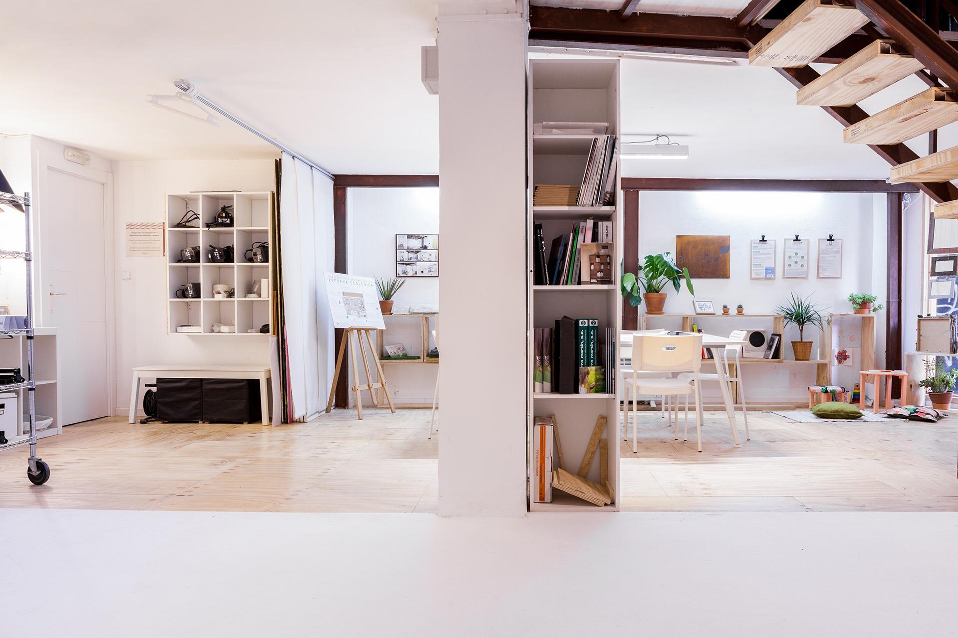 Estudio de alquiler de fotografía y vídeo con ciclorama en Zaragoza. Equipo de iluminación incluido para realizar tus sesiones de foto, castings o eventos para empresas